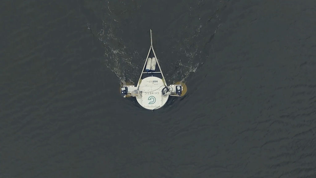 Overhead view of GKinetic's 10kW prototype device being tested in the Limerick Docks in Ireland (Courtesy of GKinetic Energy)