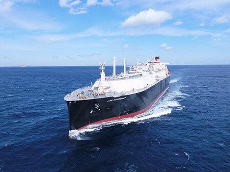 MOL's newbuild LNG tankers start Uniper contract