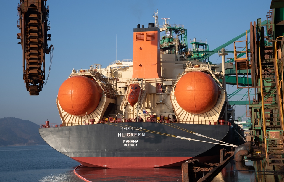 LNG-powered HL Green completes first delivery