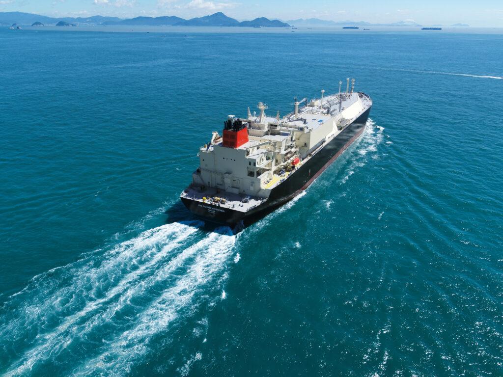 """Uniper-chartered LNG ship """"Schneeweisschen"""""""