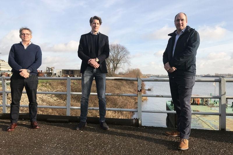L to R: Gert Pomstra (Dekker Group); Koen Burgers (SolarDuck); Wiard Leenders (Voyex) (Courtesy of Dekker Group)