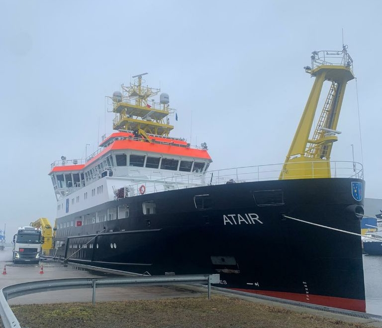 Titan bunkers German LNG-fueled research vessel