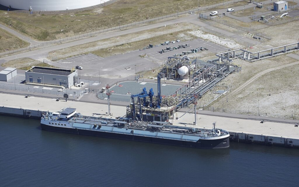Shell-chartered LNG London completes milestone loading