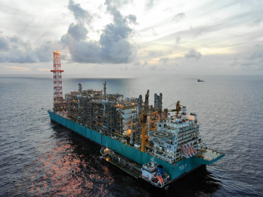 Petronas partners with CNOOC on LNG, energy