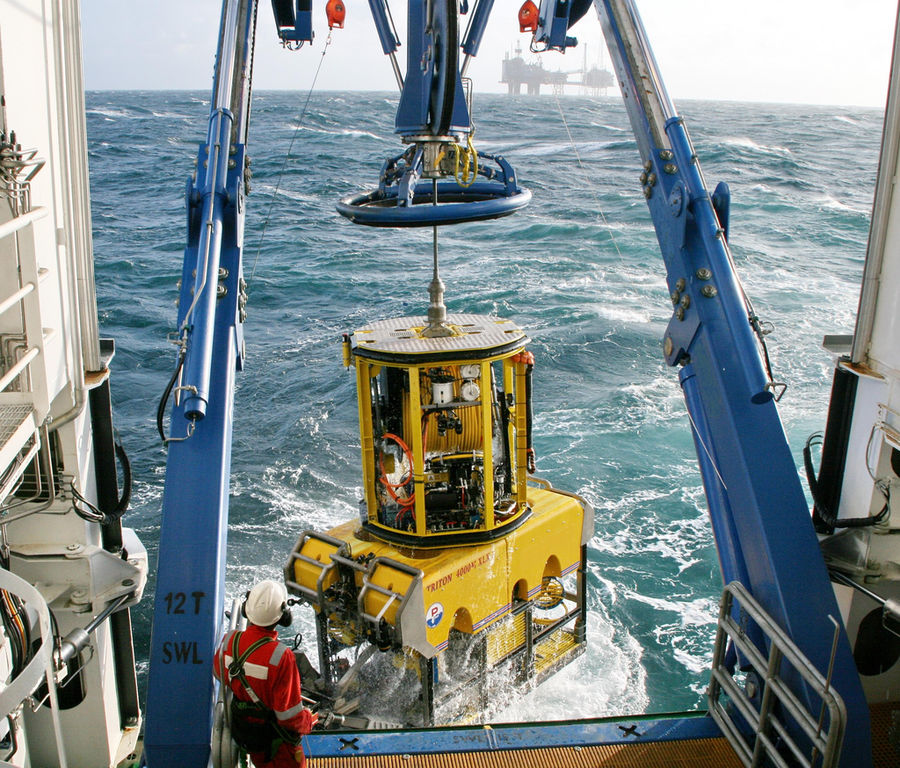 Photo showing ROV deployment (Courtesy of Forum Energy Technologies)