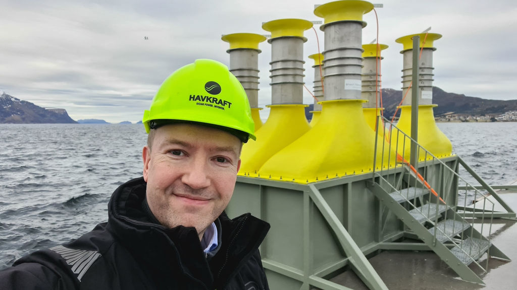 Photo of Geir Arne Solheim on a Powerpier equipped with H-WEC units (Courtesy of Havkraft)