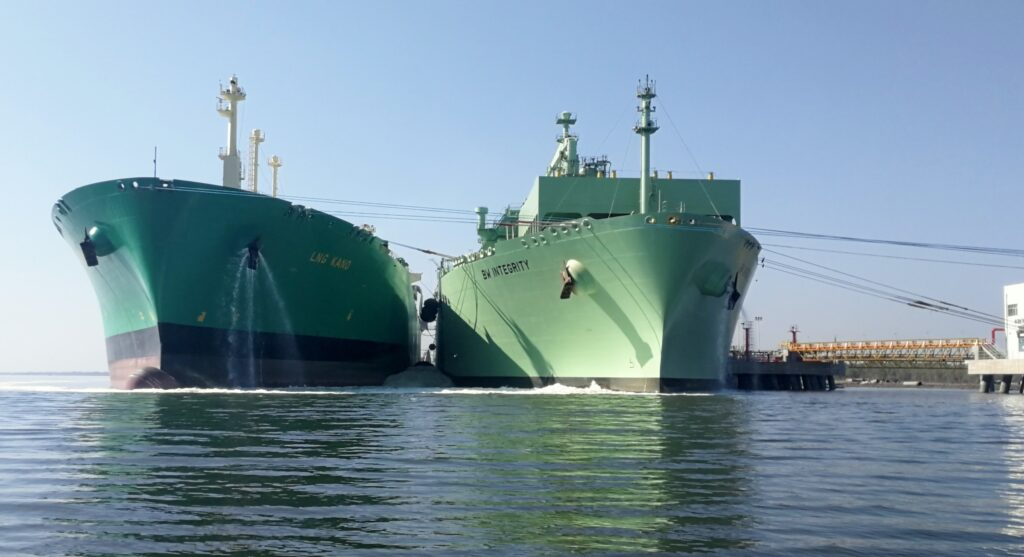 Pakistan LNG floats eight-cargo tender