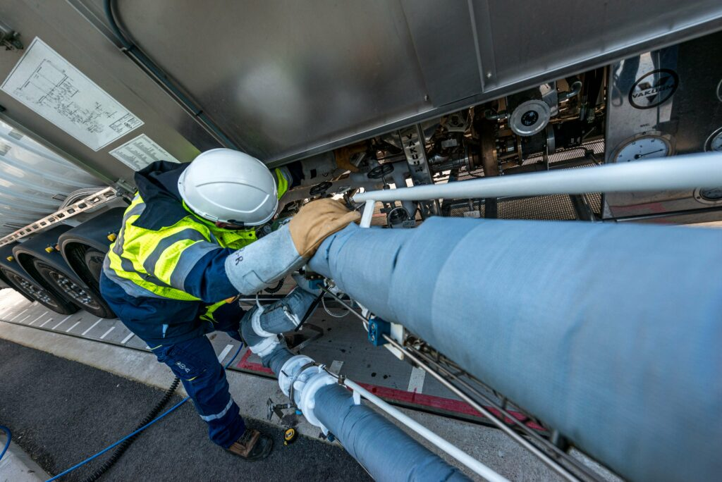 Dunkerque LNG puts truck loading slots on offer