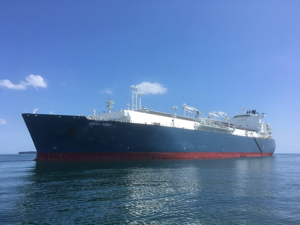 FSRU Höegh Giant heads off to Jaigarh port, India