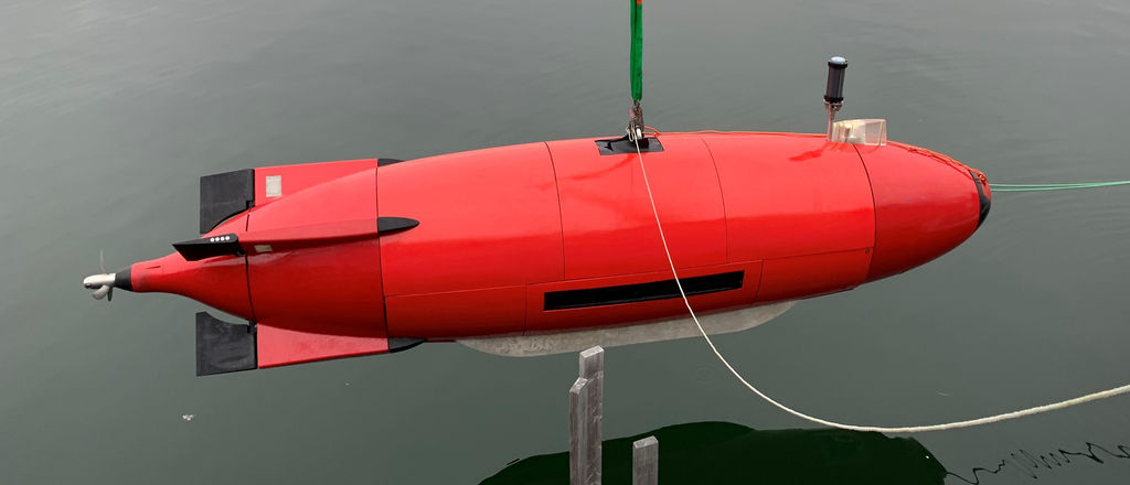 Photo of Dive Technologies' large displacement AUV (Courtesy of Dive Technologies)