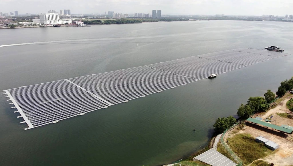 Photo of Sunseap's 5MWp offshore floating solar farm in Singapore (Courtesy of Sunseap Group)