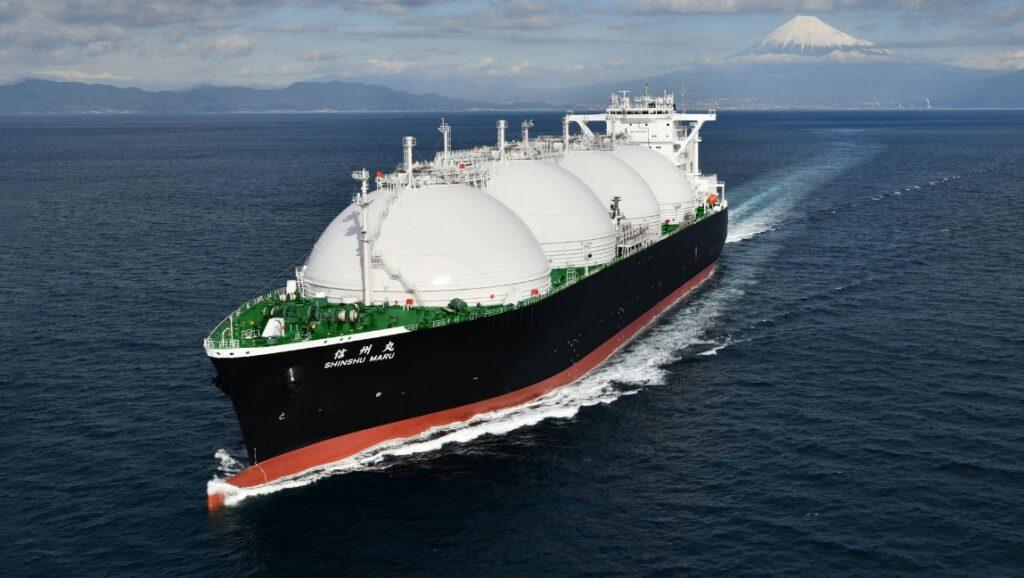Shingshu Maru LNg tanker sailing in the North Pacific Ocean