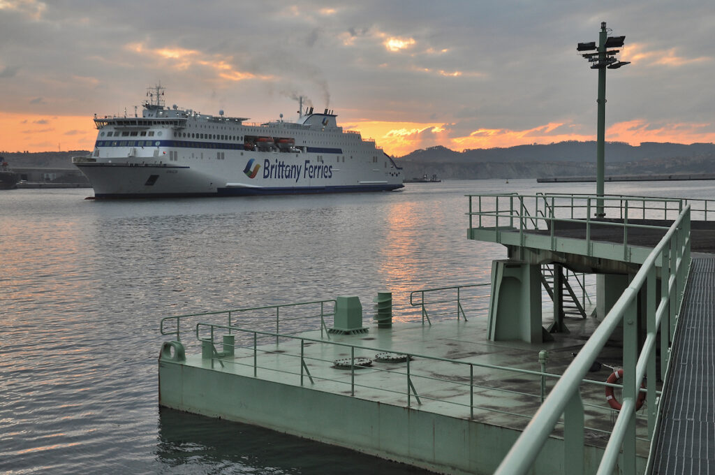 Britanny Ferries test for LNG docking at Port of Bilbao