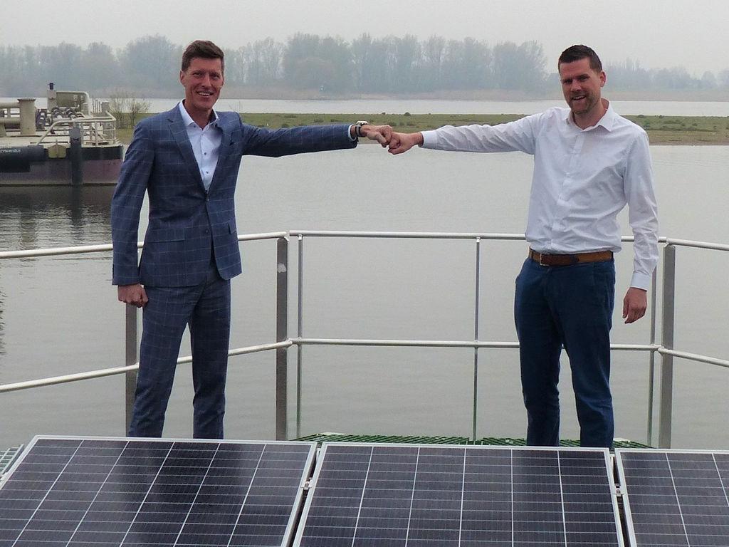 Photo of L to R: Jeroen van Woerkum, Damen Shipyards Hardinxveld; Don Hoogendoorn, SolarDuck (Courtesy of SolarDuck)