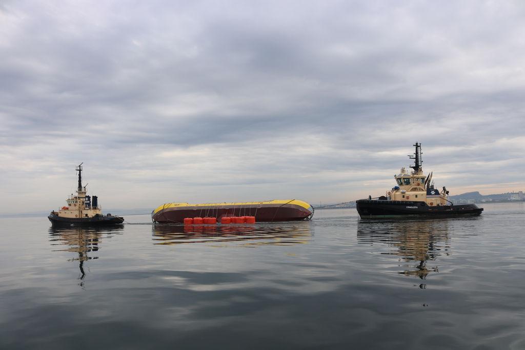 Photo of ATIR tidal energy platform's maintenance operation (Courtesy of Magallanes Renovables)