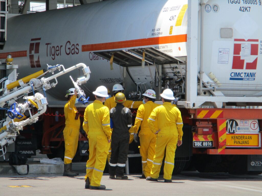 Petronas starts LNG deliveries to China in ISO tanks