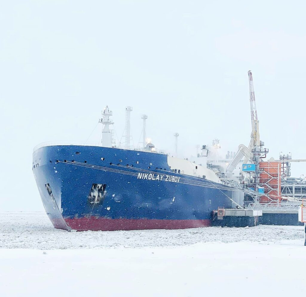 Novatek to sell stake in transshipment business to Total
