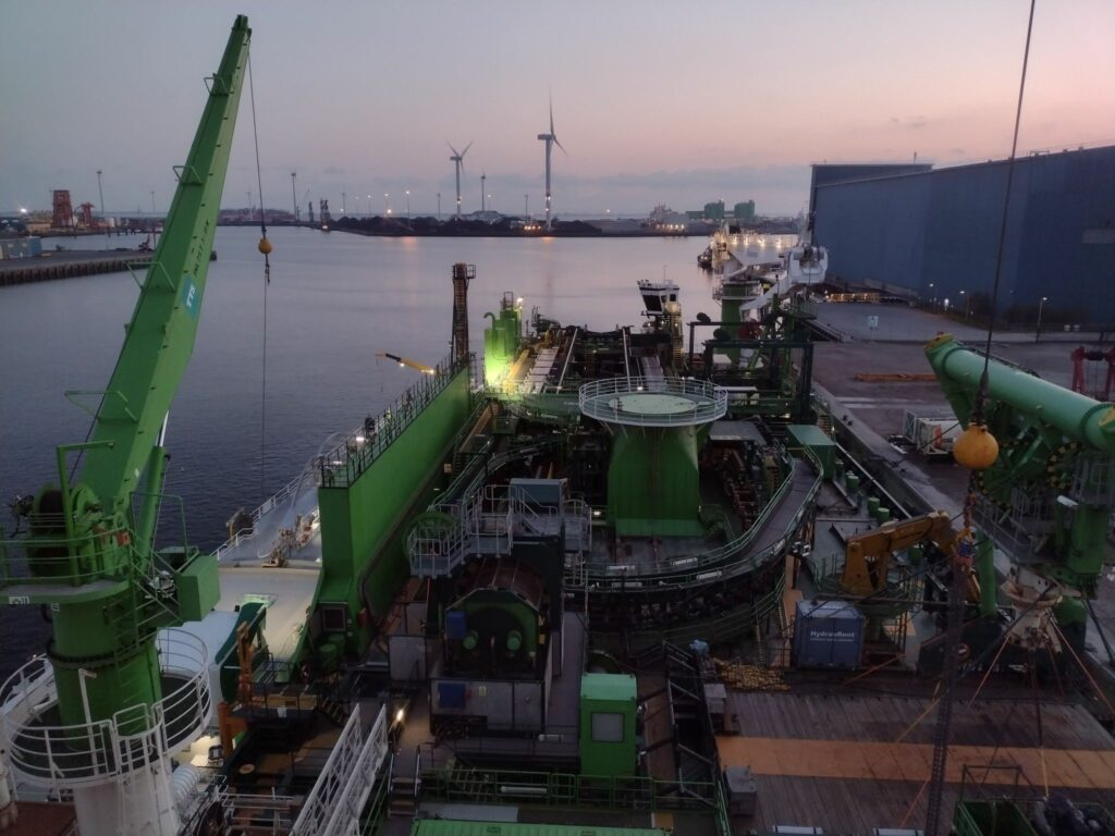 DEME's Living Stone bunkered with LNG