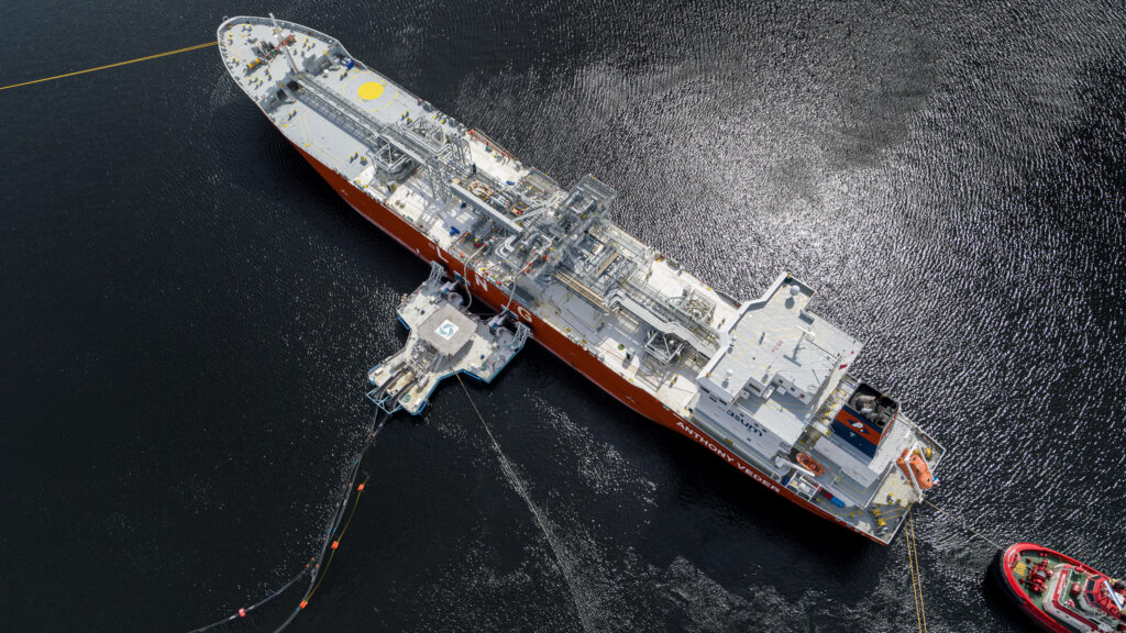 Trio completes LNG delivery using jetyless solution