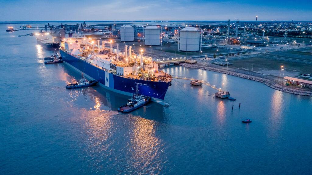 Excelerate's FSRU Exemplar starts operation in in Bahia Blanca
