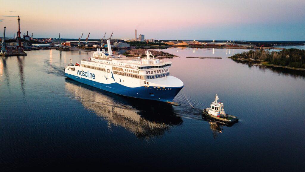 LNG-powered ferry Aurora Botnia sets off on sea trials
