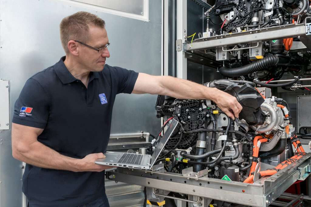 Rolls-Royce: hydrogen fuel cells for zero-carbon future
