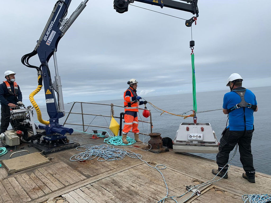 Photo showing the deployment of test samples at Paimpol-Bréhat site (Courtesy of TIGER)