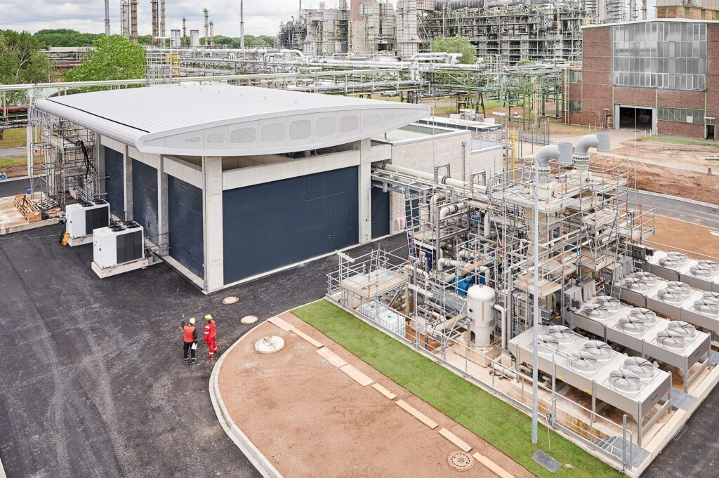 Royal Dutch Shell has started operations at its ten megawatts hydrogen electrolysis plant at the Wesseling site of its Rheinland rafinery in Germany.