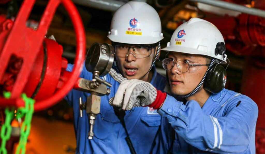Petronas secures 10-year LNG supply deal with CNOOC