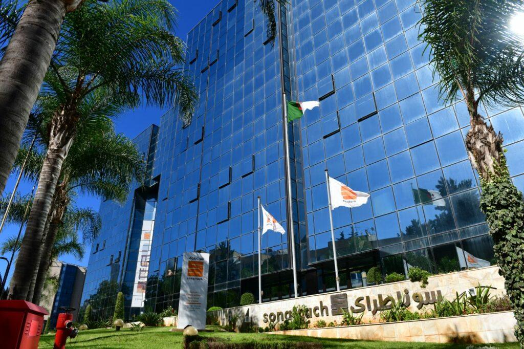 Eni and Sonatrach talk carbon footprint reduction in Algeria