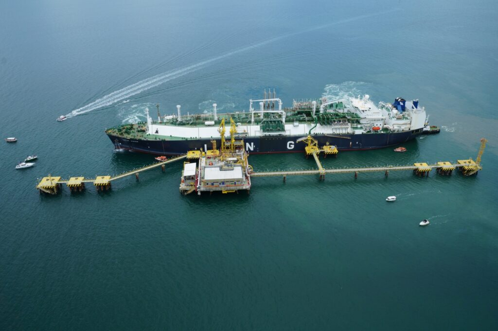 Petrobras sets new daily LNG regasification record in Brazil