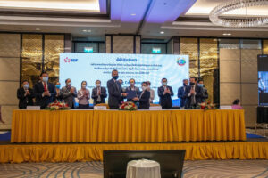 Photo showing the signing of the project development agreement between EDF and Laos officials (Courtesy of NTPC)