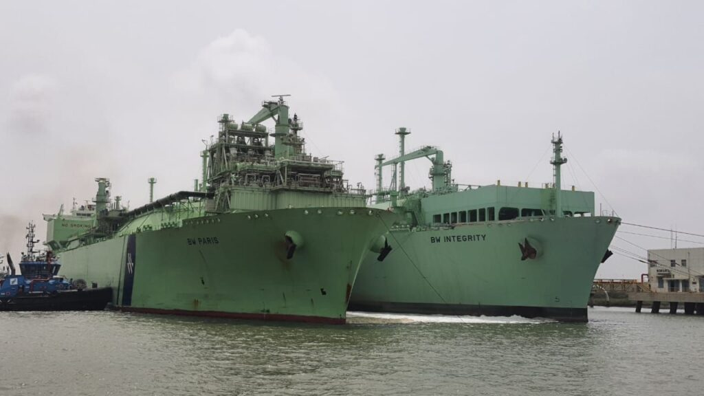 FSRU BW Integrity receives cargo from BW Paris