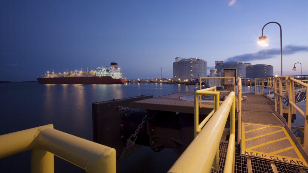 Sempra and PGNiG sign LNG deal