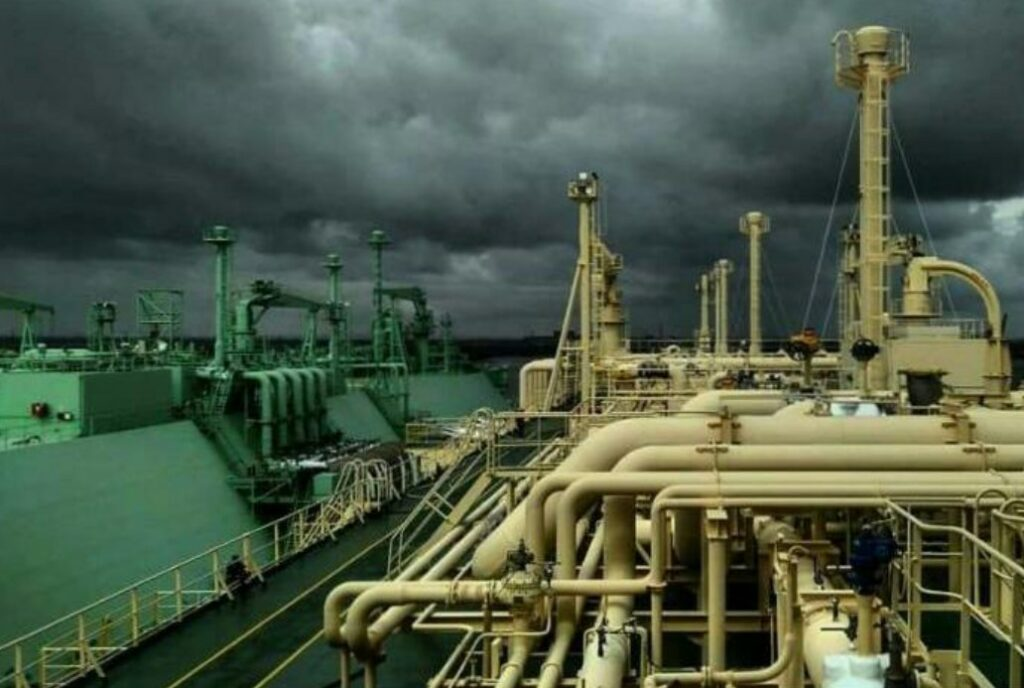 K-Electric and Pakistan LNG pen supply agreement