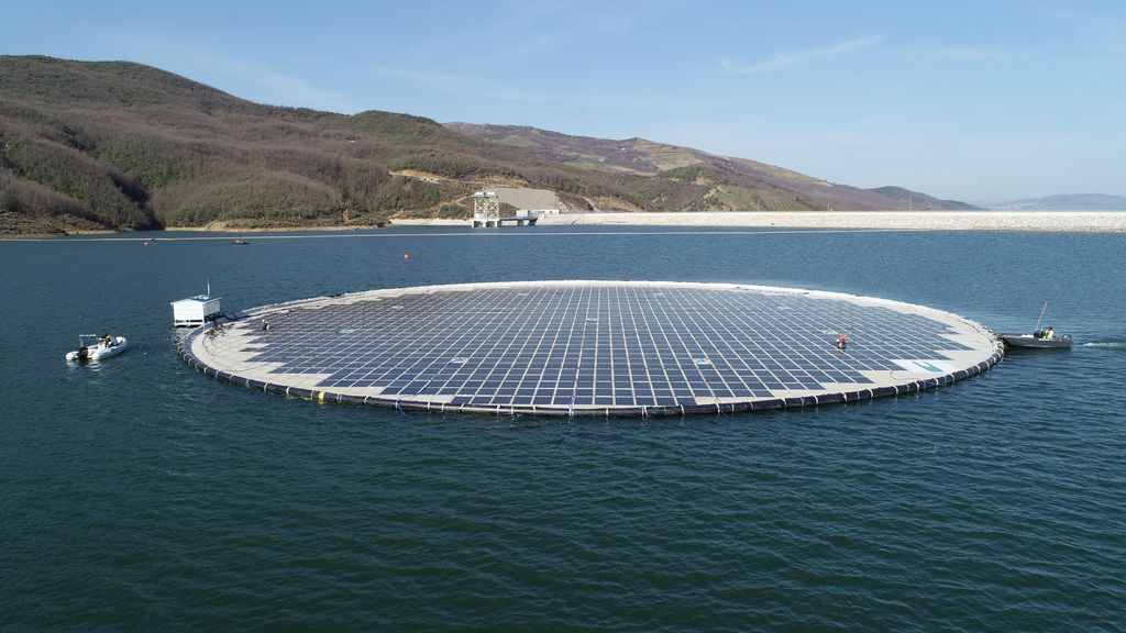 Photo showing the The 0.5MWp floating solar unit at the Banja reservoir in Albania (Courtesy of Statkraft)