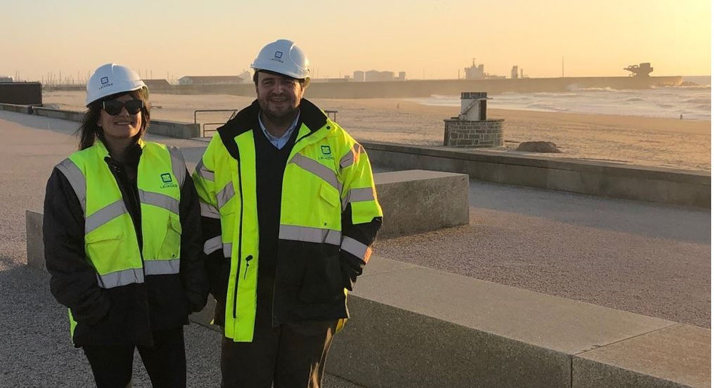 Photo showing Inna Braverman with Luis Cunha during a visit at APDL's breakwaters in Portugal (Courtesy of Eco Wave Power)