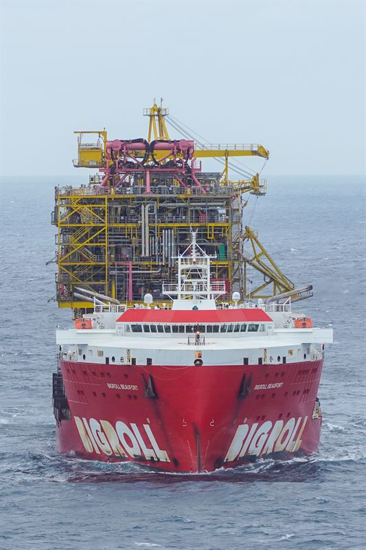 Arrival of Tyra topsides
