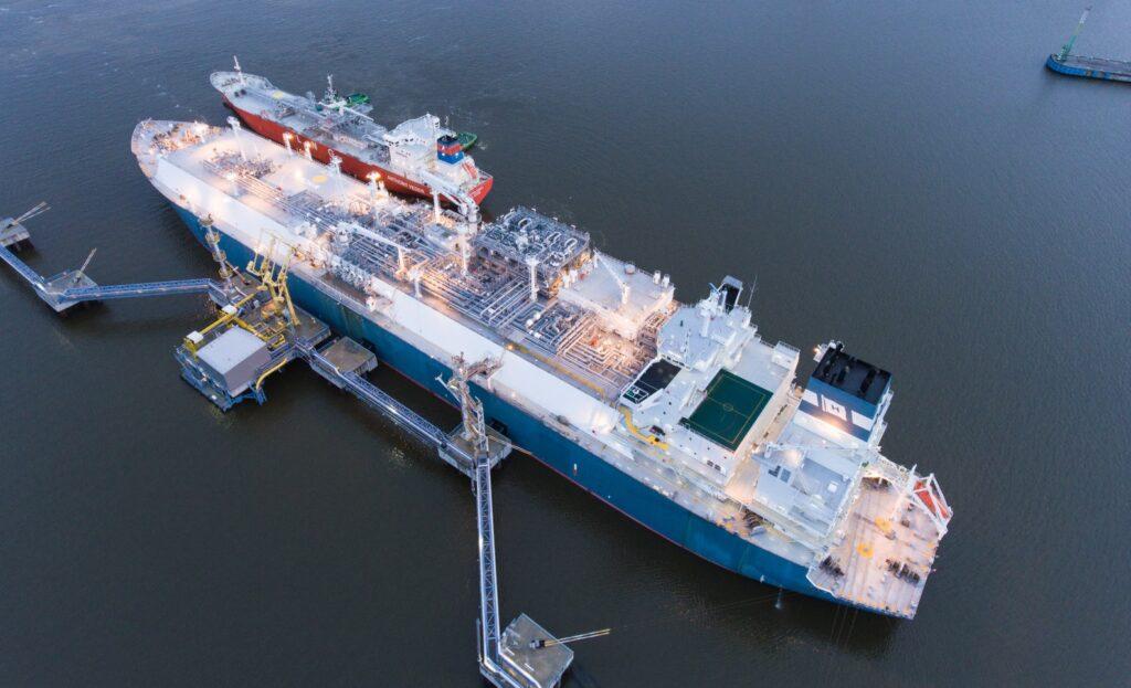 Klaipedos NaftaFSRU Independence in 250th ship-to-ship operation