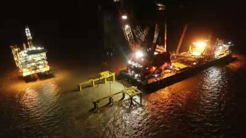 Placing the Bozhong 19-4 CEPC Platform jacket in water - CNOOC Engineering