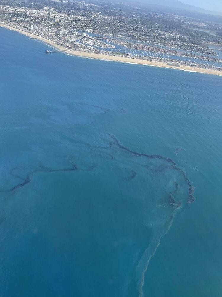 oil spill - Photo by Petty Officer 1st Class Richard Brahm - U.S. Coast Guard