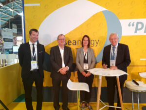 R to L: Jean-Louis Bal, president of SER; Sue Barr, president of UK MEC (Courtesy of TIGER Project)